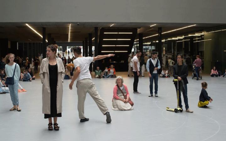 Танцът в музеен контекст: между институцията и артистите